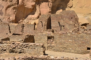 The dwellings along the canyon's north wall were erected very close to canyon walls.