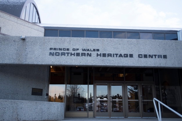 Within walking distance from the visitor center we find the Prince of Wales Heritage Museum. This impressive building presents displays with a focus on wildlife, Dene culture, archeological discoveries and art.