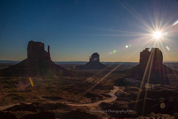 Sunrise in Monument Valley_AH