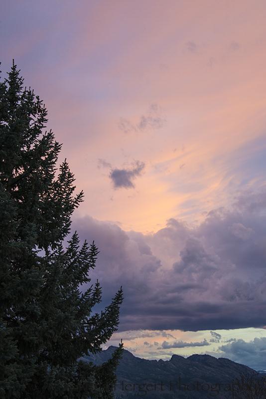 Painted Clouds over Kelowna Nikon D610, Nikkor 28-300mm lens@ 280mm, ISO 800, f/11, 1/30s, hand-held.